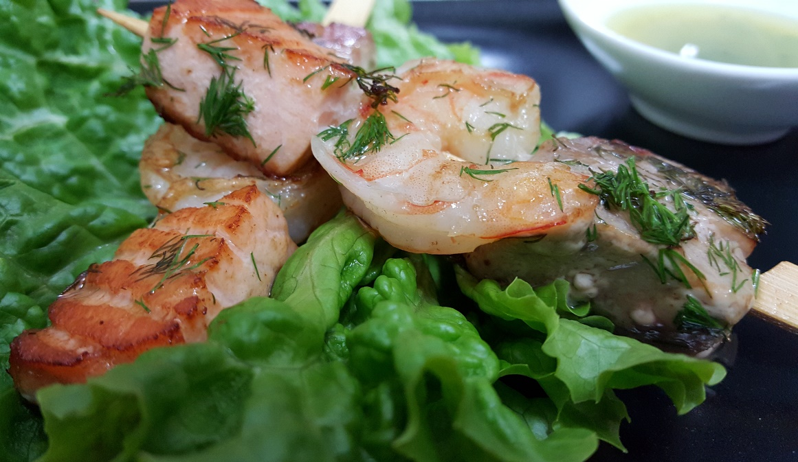 SEA FAVORITES SKEWER - jumbo prawn, tuna fish, salmon and dressing of olive oil, lemon juice and green herbs
