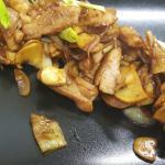 ГАЙ МЕД МА МУНГ - пиле с кашу и зеленчуци