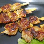 ЯКИТОРИ - шишчета от пилешко бутче на скара, сервирани с Таре сос